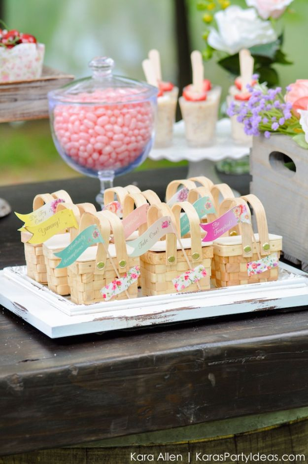 DIY Picnic Ideas - Mini Cute Picnic Baskets - Cool Recipes and Tips for Picnics and Meals Outdoors - Recipes, Easy Sandwich Wraps, Blankets, Baskets and Carriers to Make for Fun Family Outings and Romantic Date Ideas - Mason Jar Drinks, Snack Holders, Utensil Caddy and Picnic Hacks