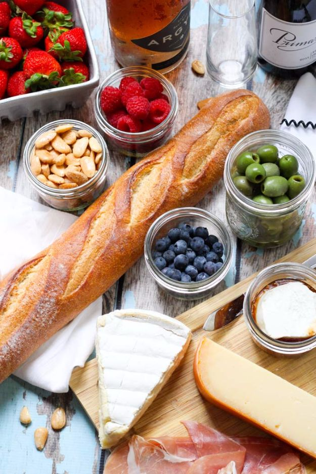 DIY Picnic Ideas - Pack A Picnic For Wine Tasting - Cool Recipes and Tips for Picnics and Meals Outdoors - Recipes, Easy Sandwich Wraps, Blankets, Baskets and Carriers to Make for Fun Family Outings and Romantic Date Ideas - Mason Jar Drinks, Snack Holders, Utensil Caddy and Picnic Hacks