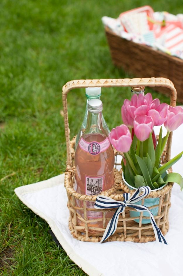 DIY Picnic Ideas - Picnic In The Park - Cool Recipes and Tips for Picnics and Meals Outdoors - Recipes, Easy Sandwich Wraps, Blankets, Baskets and Carriers to Make for Fun Family Outings and Romantic Date Ideas - Mason Jar Drinks, Snack Holders, Utensil Caddy and Picnic Hacks