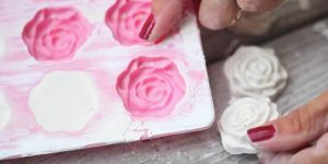 You Won't Believe The Incredible Thing She Makes With Plaster Chalk And A Cake Mold (Watch!)