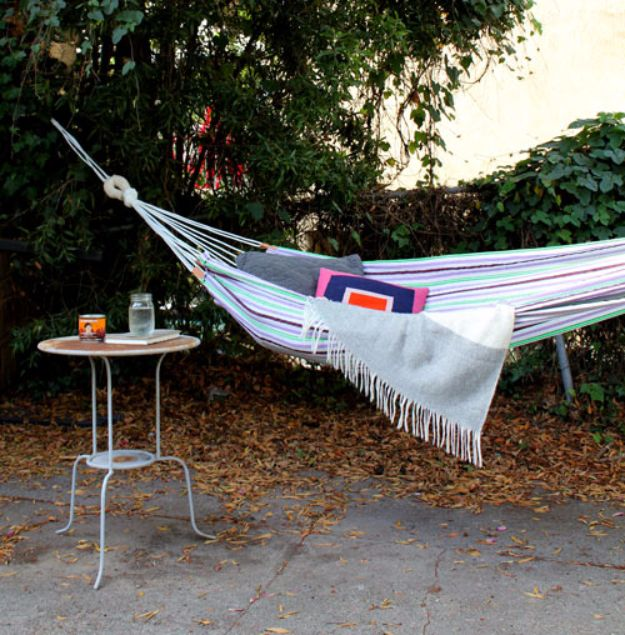 DIY Swings - Simple Summer Hammock - Best Do It Yourself Swing Projects and Tutorials for Tire, Rocking, Hanging, Double Seat, Porch, Patio and Yard. Easy Ideas for Kids and Adults - Make The Best Backyard Ever This Summer With These Awesome Seating and Play Ideas for Swings - Creative Home Decor and Crafts by DIY JOY