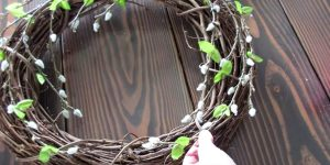 She Makes A Pottery Barn Inspired Wreath And The Final Touch Is A Stroke of Genius (Easy!)