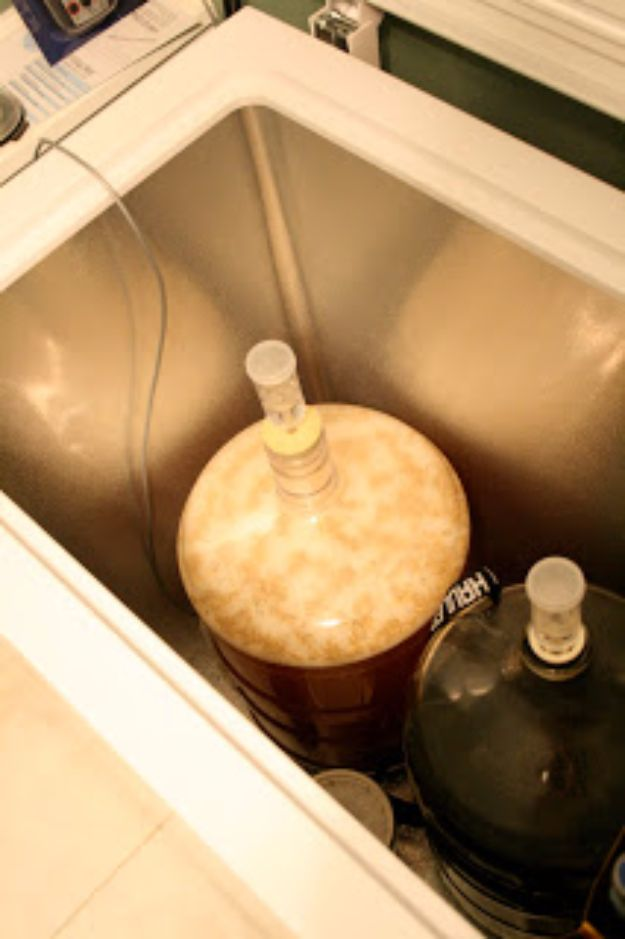 Best Homemade Beer Recipes - Standard American Lager - Easy Homebrew Drinks and Brewing Tutorials for Craft Beers Made at Home - IPA, Summer, Red, Lager and Ales - Instructions and Step by Step Tutorials for Making Beer at Home http://diyjoy.com/homemade-beer-recipes