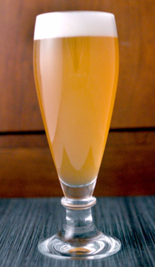 Best Homemade Beer Recipes - Wheat Beer - Easy Homebrew Drinks and Brewing Tutorials for Craft Beers Made at Home - IPA, Summer, Red, Lager and Ales - Instructions and Step by Step Tutorials for Making Beer at Home http://diyjoy.com/homemade-beer-recipes