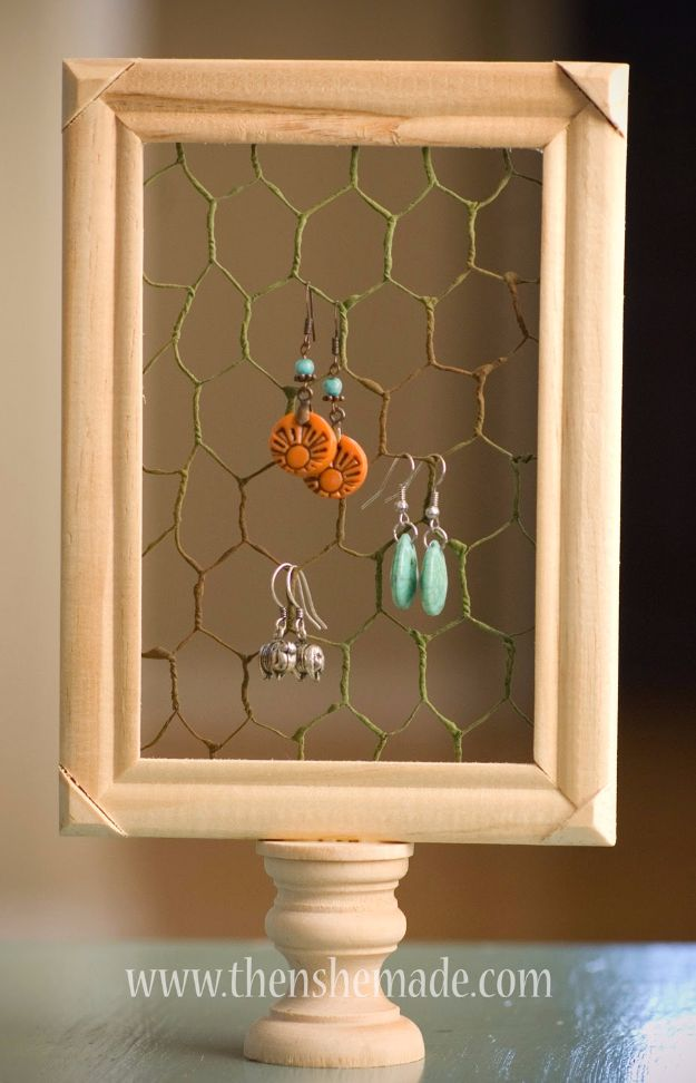 diy ideas chicken wire crafts -$3 DIY Earring Holder - Rustic Farmhouse Decor Tutorials With Chickenwire and Easy Vintage Shabby Chic Home Decor for Kitchen, Living Room and Bathroom - Creative Country Crafts #diy #crafts