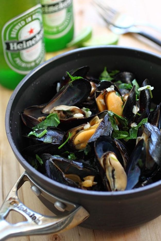 Best Recipes Made With Beer - Beer Steamed Mussels - Easy Dinner, Lunch and Snack Recipe Ideas Made With Beer - Food for the Slow Cooker and Crockpot, Meat and Chicken Dishes, Appetizers, Homemade Pretzels, Summer BBQ Sauces and PArty Food Ideas http://diyjoy.com/best-recipes-made-with-beer