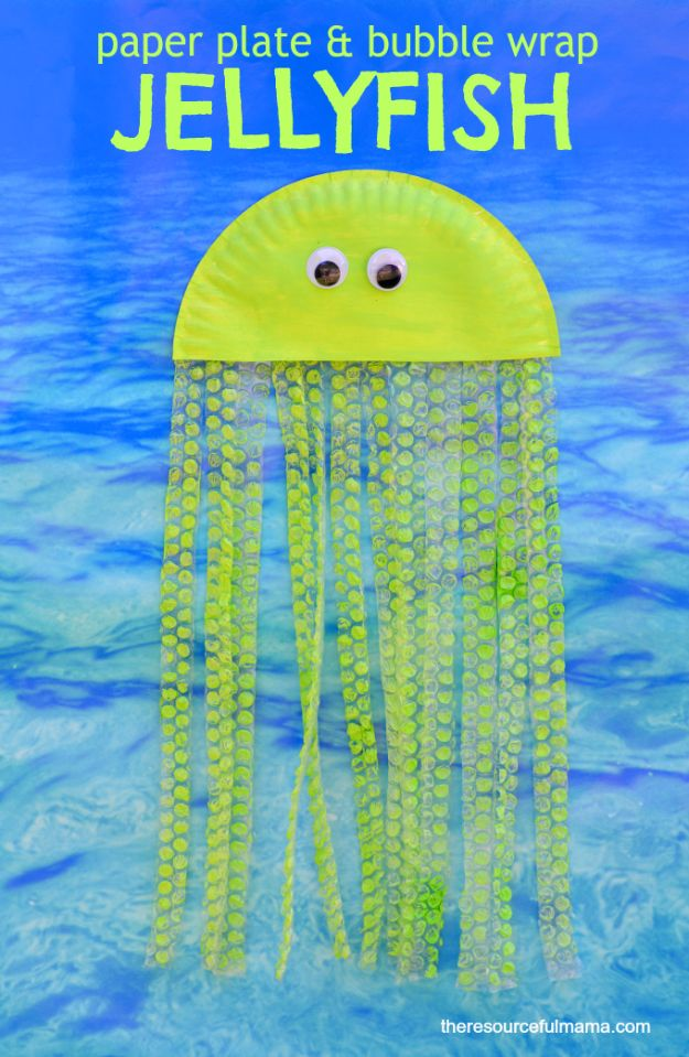 DIY Ideas for Kids To Make This Summer - Bubble Wrap And Paper Plate Jellyfish - Fun Crafts and Cool Projects for Boys and Girls To Make at Home - Easy and Cheap Do It Yourself Project Ideas With Paint, Glue, Paper, Glitter, Chalk and Things You Can Find Around The House - Creative Arts and Crafts Ideas for Children #summer #kidscrafts