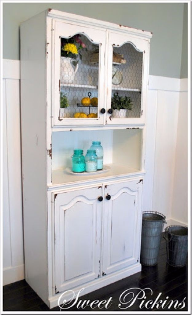 diy ideas chicken wire crafts -Chicken Wire Cabinet - Rustic Farmhouse Decor Tutorials With Chickenwire and Easy Vintage Shabby Chic Home Decor for Kitchen, Living Room and Bathroom - Creative Country Crafts #diy #crafts