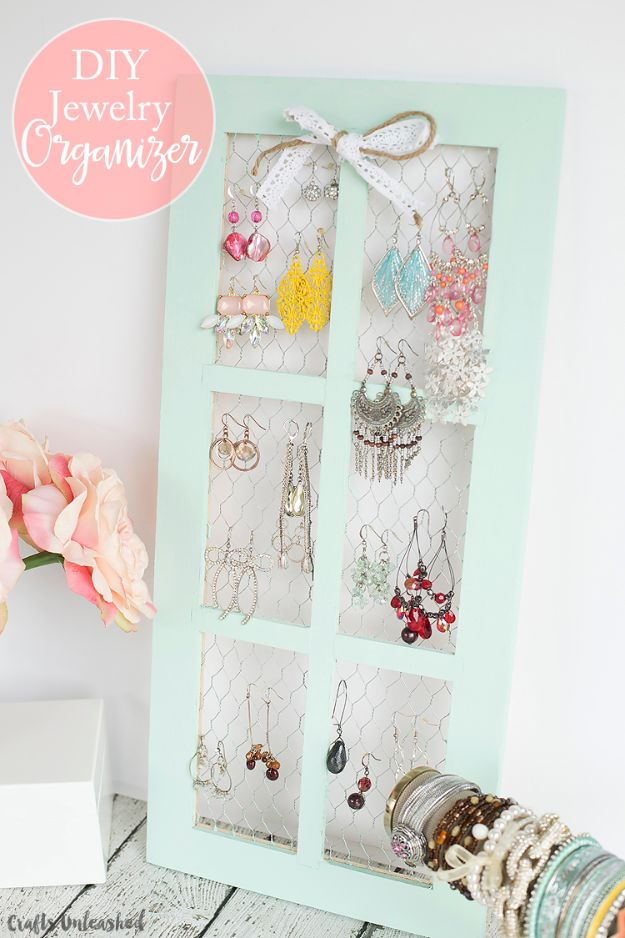 diy ideas chicken wire crafts -Chicken Wire DIY Jewelry Holder - Rustic Farmhouse Decor Tutorials With Chickenwire and Easy Vintage Shabby Chic Home Decor for Kitchen, Living Room and Bathroom - Creative Country Crafts #diy #crafts