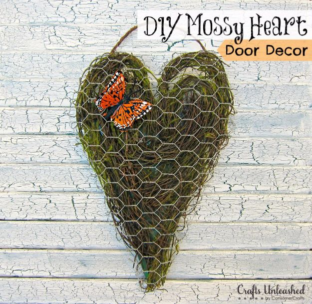 diy ideas chicken wire crafts -Chicken Wire Heart Decor - Rustic Farmhouse Decor Tutorials With Chickenwire and Easy Vintage Shabby Chic Home Decor for Kitchen, Living Room and Bathroom - Creative Country Crafts #diy #crafts