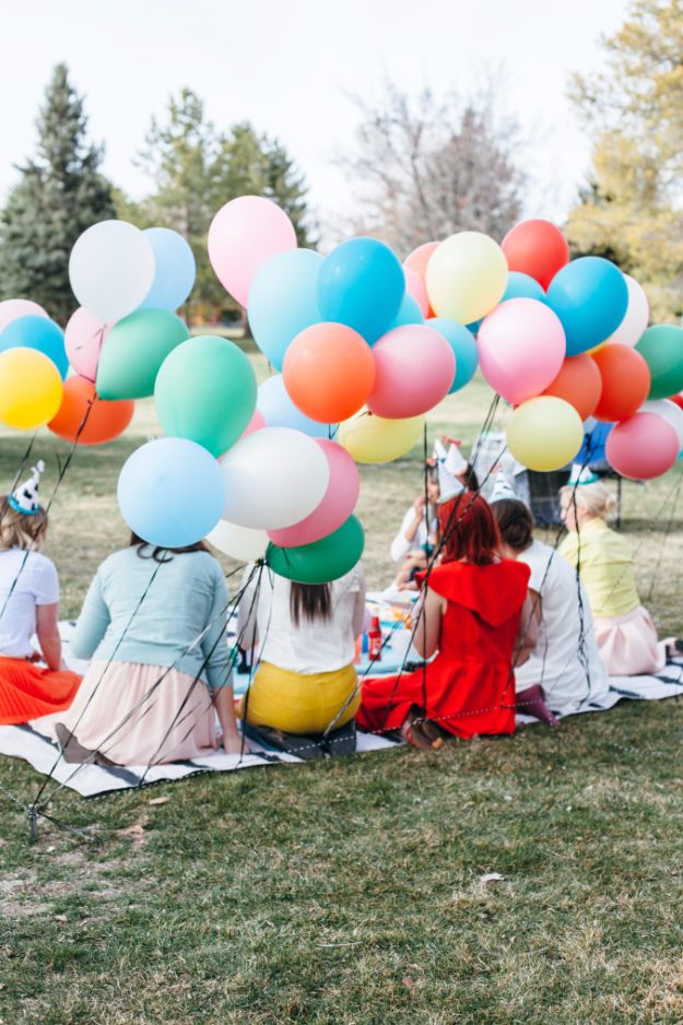 DIY Backyard Party Decor - DIY Balloon Wall - Cool Ideas for Decorations for Parties - Easy and Cheap Crafts for Summer Barbecues and Family Get Togethers, Swimming and Pool Party Fun - Step by Step Tutorials For Banners, Table Decor, Serving Ideas and Mason Jar Crafts http://diyjoy.com/diy-backyard-party-decor