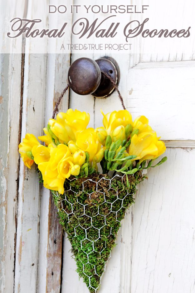 diy ideas chicken wire crafts -DIY Chicken Wire Floral Wall Sconce - Rustic Farmhouse Decor Tutorials With Chickenwire and Easy Vintage Shabby Chic Home Decor for Kitchen, Living Room and Bathroom - Creative Country Crafts #diy #crafts