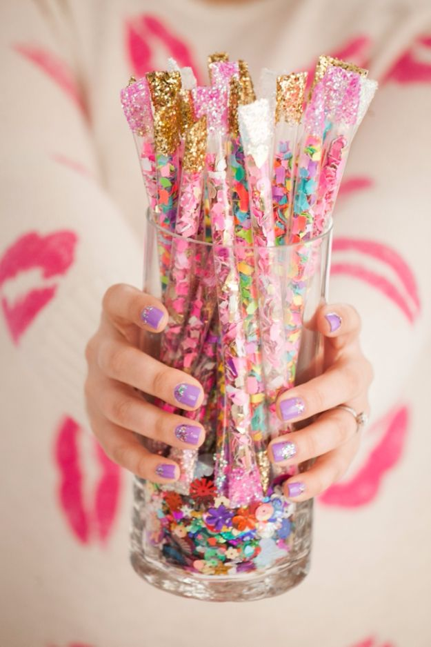 DIY Backyard Party Decor - DIY Confetti Sticks - Cool Ideas for Decorations for Parties - Easy and Cheap Crafts for Summer Barbecues and Family Get Togethers, Swimming and Pool Party Fun - Step by Step Tutorials For Banners, Table Decor, Serving Ideas and Mason Jar Crafts r