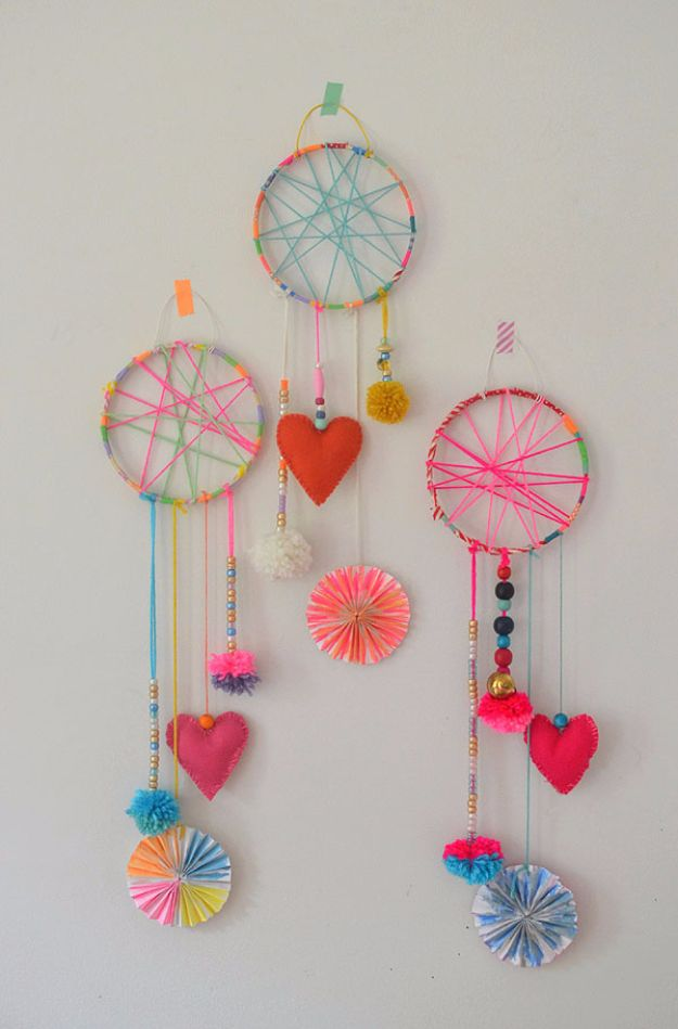 DIY Ideas for Kids To Make This Summer - DIY Dream Catchers - Fun Crafts and Cool Projects for Boys and Girls To Make at Home - Easy and Cheap Do It Yourself Project Ideas With Paint, Glue, Paper, Glitter, Chalk and Things You Can Find Around The House - Creative Arts and Crafts Ideas for Children #summer #kidscrafts