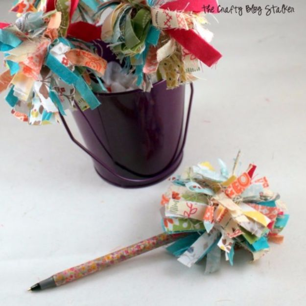 Best Quilting and Fabric Scraps Projects - Fabric Scrap Pom Pom Pen - Easy Ideas for Making DIY Home Decor, Homemade Gifts, Wall Art , Kitchen Accessories, Clothes and Fashion from Leftover Fabric Scrap and Quilt Pieces - Cute Do It Yourself Ideas for Birthday, Christmas, Baby and Friends http://diyjoy.com/quilting-scraps-projects