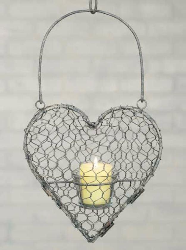 diy ideas chicken wire crafts -Hanging Votive Heart Chicken Wire - Rustic Farmhouse Decor Tutorials With Chickenwire and Easy Vintage Shabby Chic Home Decor for Kitchen, Living Room and Bathroom - Creative Country Crafts #diy #crafts
