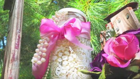 If You Think This Is Lace On This Mason Jar, It's Not. Look What It Really Is! | DIY Joy Projects and Crafts Ideas