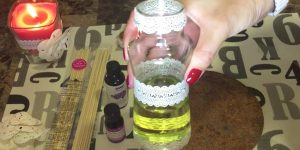 What She Does With A Mason Jar Keeps Her Home Smelling Good All The Time!