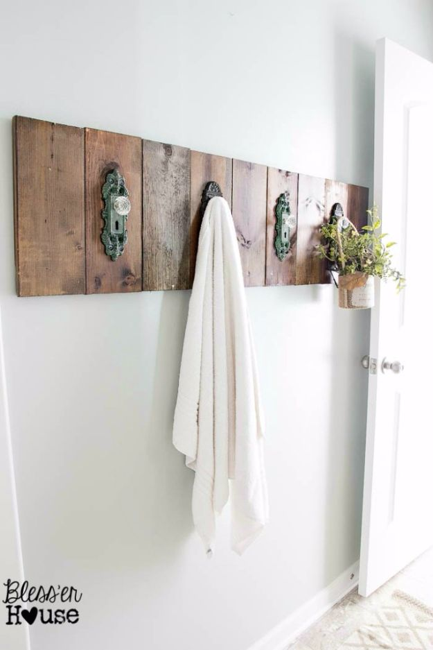 Best Country Decor Ideas - Modern Farmhouse Towel Rack - Rustic Farmhouse Decor Tutorials and Easy Vintage Shabby Chic Home Decor for Kitchen, Living Room and Bathroom - Creative Country Crafts, Rustic Wall Art and Accessories to Make and Sell http://diyjoy.com/country-decor-ideas