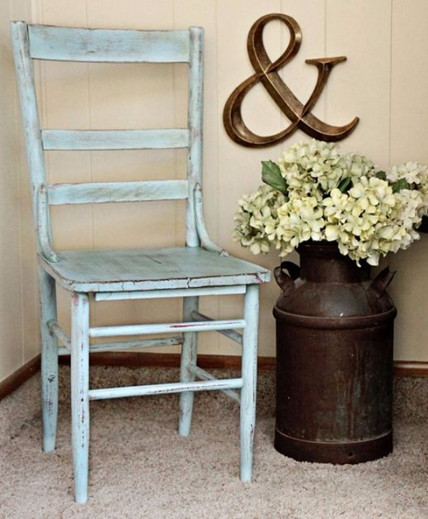 Best Country Decor Ideas for Your Porch - Old Milk Can And Flowers - Rustic Farmhouse Decor Tutorials and Easy Vintage Shabby Chic Home Decor for Kitchen, Living Room and Bathroom - Creative Country Crafts, Furniture, Patio Decor and Rustic Wall Art and Accessories to Make and Sell http://diyjoy.com/country-decor-ideas-porchs