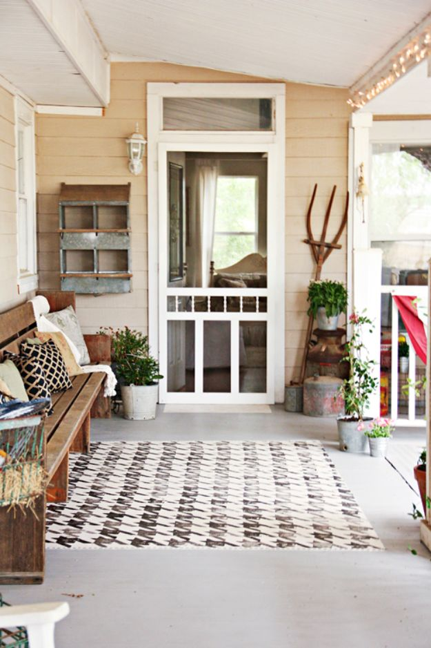 Best Country Decor Ideas for Your Porch - Paint a Houndstooth Rug - Rustic Farmhouse Decor Tutorials and Easy Vintage Shabby Chic Home Decor for Kitchen, Living Room and Bathroom - Creative Country Crafts, Furniture, Patio Decor and Rustic Wall Art and Accessories to Make and Sell http://diyjoy.com/country-decor-ideas-porchs