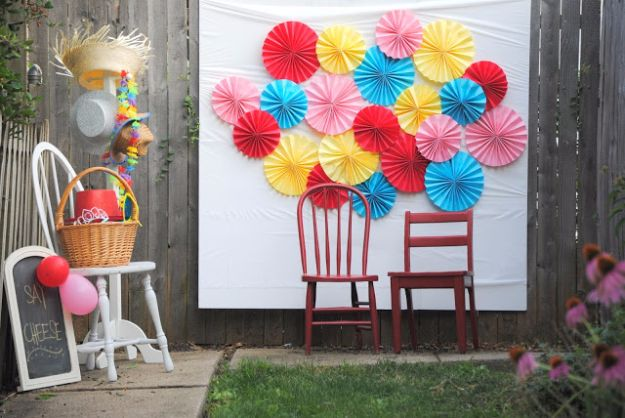 DIY Backyard Party Decor - Paper Fan Photo Backdrop - Cool Ideas for Decorations for Parties - Easy and Cheap Crafts for Summer Barbecues and Family Get Togethers, Swimming and Pool Party Fun - Step by Step Tutorials For Banners, Table Decor, Serving Ideas and Mason Jar Crafts http://diyjoy.com/diy-backyard-party-decor