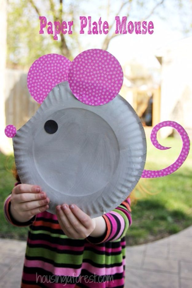 DIY Ideas for Kids To Make This Summer - Paper Plate Mouse - Fun Crafts and Cool Projects for Boys and Girls To Make at Home - Easy and Cheap Do It Yourself Project Ideas With Paint, Glue, Paper, Glitter, Chalk and Things You Can Find Around The House - Creative Arts and Crafts Ideas for Children #summer #kidscrafts