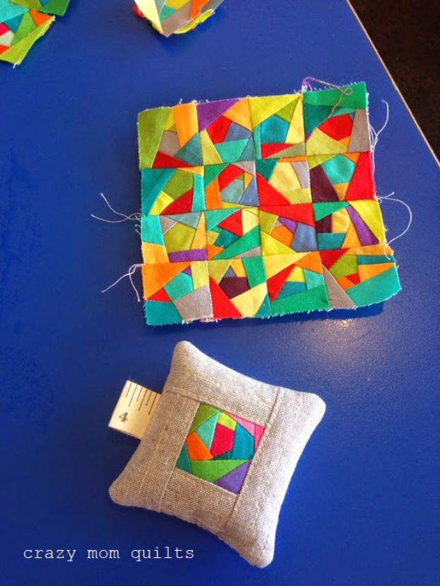 Best Quilting and Fabric Scraps Projects - Pin Cushion From Fabric Scrap - Easy Ideas for Making DIY Home Decor, Homemade Gifts, Wall Art , Kitchen Accessories, Clothes and Fashion from Leftover Fabric Scrap and Quilt Pieces - Cute Do It Yourself Ideas for Birthday, Christmas, Baby and Friends http://diyjoy.com/quilting-scraps-projects