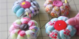 The Easiest and Cutest Little Pin Cushions Ever Are Made From Fabric Scraps!