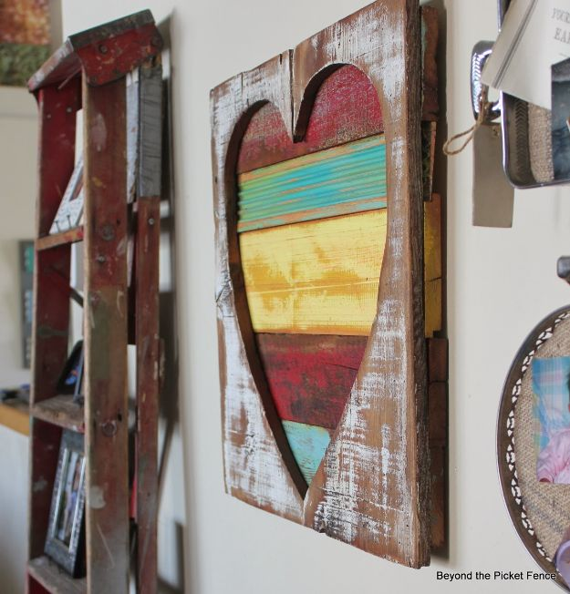 Best Country Decor Ideas - Reclaimed Wood Heart Art - Rustic Farmhouse Decor Tutorials and Easy Vintage Shabby Chic Home Decor for Kitchen, Living Room and Bathroom - Creative Country Crafts, Rustic Wall Art and Accessories to Make and Sell http://diyjoy.com/country-decor-ideas