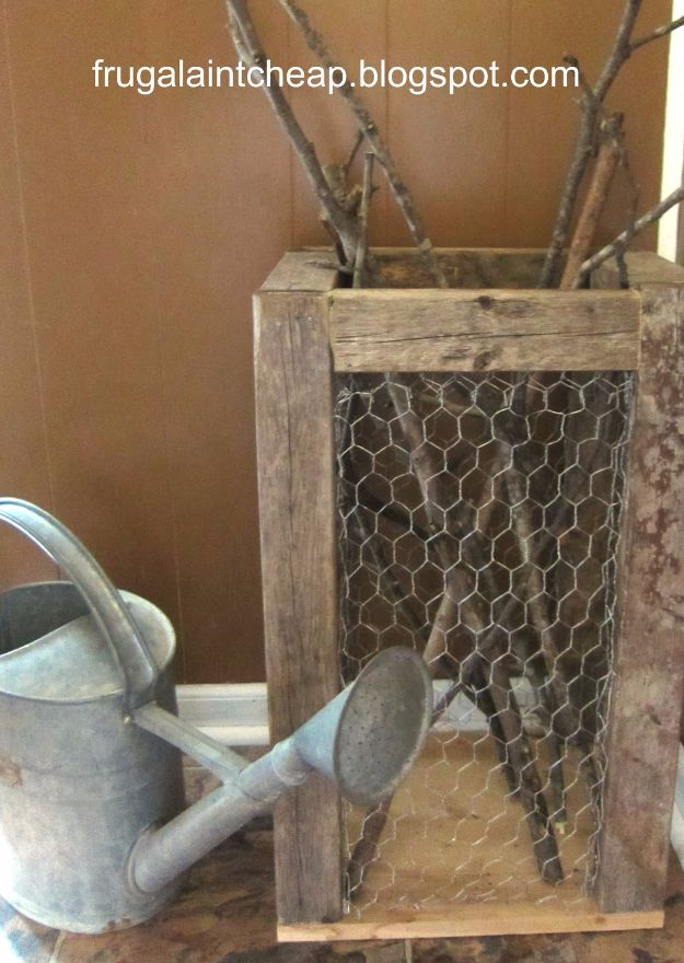 diy ideas chicken wire crafts -Rustic Chicken Wire Holder - Rustic Farmhouse Decor Tutorials With Chickenwire and Easy Vintage Shabby Chic Home Decor for Kitchen, Living Room and Bathroom - Creative Country Crafts #diy #crafts