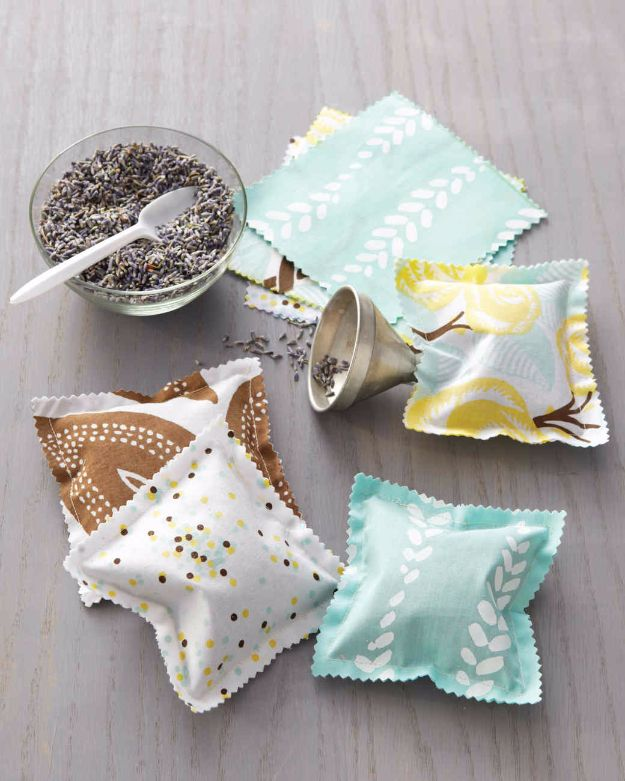 Best Quilting and Fabric Scraps Projects - Scented Sachets - Easy Ideas for Making DIY Home Decor, Homemade Gifts, Wall Art , Kitchen Accessories, Clothes and Fashion from Leftover Fabric Scrap and Quilt Pieces - Cute Do It Yourself Ideas for Birthday, Christmas, Baby and Friends http://diyjoy.com/quilting-scraps-projects