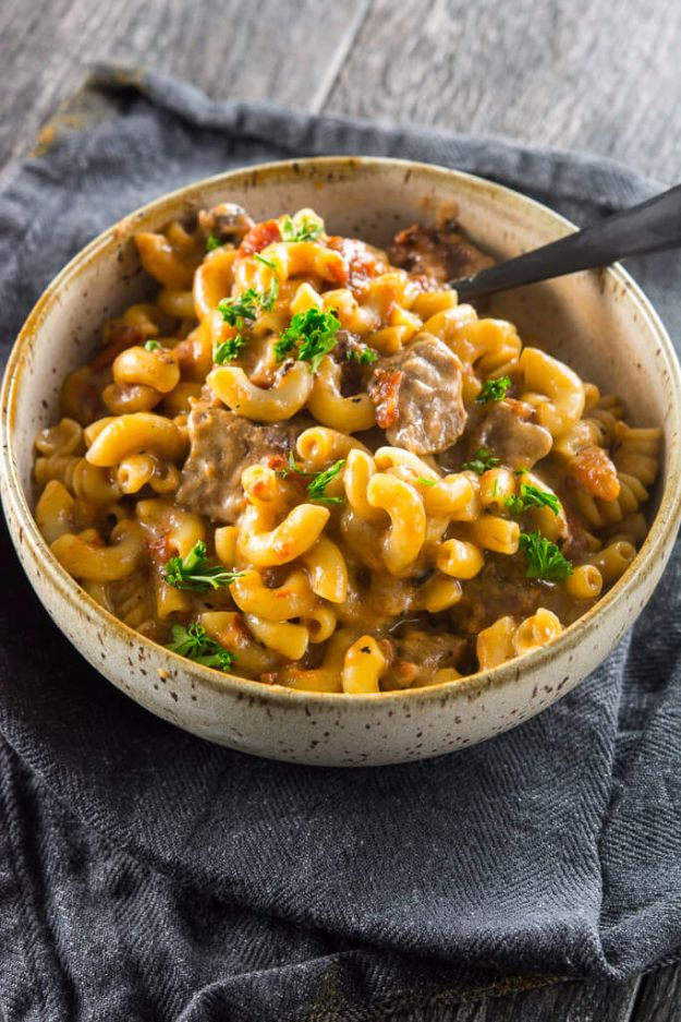 Best Recipes Made With Beer - Slow Cooker Beer Mac & Cheese - Easy Dinner, Lunch and Snack Recipe Ideas Made With Beer - Food for the Slow Cooker and Crockpot, Meat and Chicken Dishes, Appetizers, Homemade Pretzels, Summer BBQ Sauces and PArty Food Ideas http://diyjoy.com/best-recipes-made-with-beer