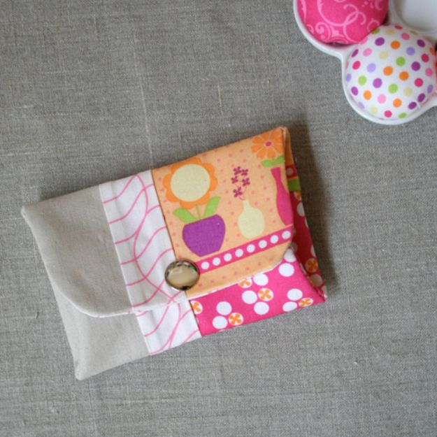 Best Quilting and Fabric Scraps Projects - Snappy Coin Purse - Easy Ideas for Making DIY Home Decor, Homemade Gifts, Wall Art , Kitchen Accessories, Clothes and Fashion from Leftover Fabric Scrap and Quilt Pieces - Cute Do It Yourself Ideas for Birthday, Christmas, Baby and Friends http://diyjoy.com/quilting-scraps-projects