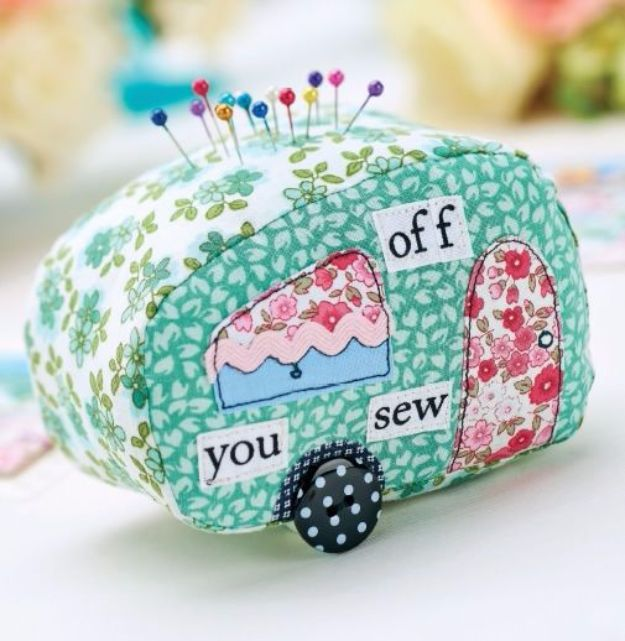 Best Quilting and Fabric Scraps Projects - Stitched Caravan Pincushion - Easy Ideas for Making DIY Home Decor, Homemade Gifts, Wall Art , Kitchen Accessories, Clothes and Fashion from Leftover Fabric Scrap and Quilt Pieces - Cute Do It Yourself Ideas for Birthday, Christmas, Baby and Friends http://diyjoy.com/quilting-scraps-projects