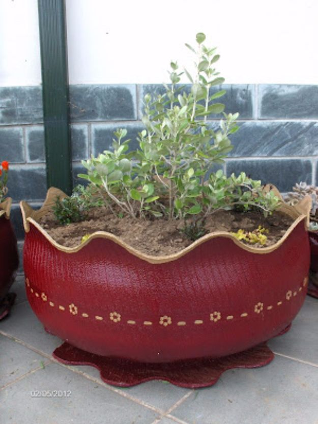 DIY Ideas With Old Tires - Tire Flower Pot - Rustic Farmhouse Decor Tutorials and Projects Made With An Old Tire - Easy Vintage Shelving, Wall Art, Swing, Ottoman, Seating, Furniture, Gardeing Ideas and Home Decor for Kitchen, Living Room, Bathroom and Backyard - Creative Country Crafts, Rustic Wall Art and Accessories to Make and Sell