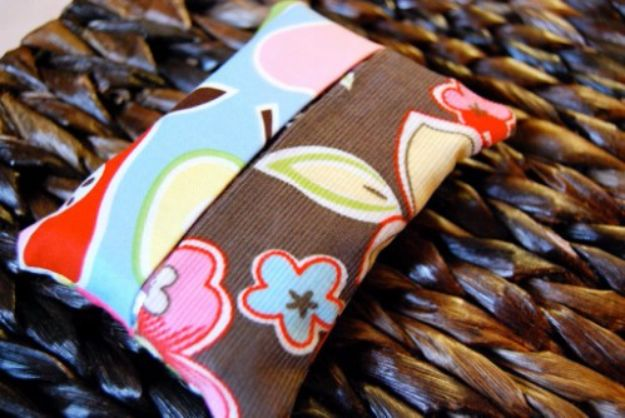 Best Quilting and Fabric Scraps Projects - Tissue Cozy - Easy Ideas for Making DIY Home Decor, Homemade Gifts, Wall Art , Kitchen Accessories, Clothes and Fashion from Leftover Fabric Scrap and Quilt Pieces - Cute Do It Yourself Ideas for Birthday, Christmas, Baby and Friends http://diyjoy.com/quilting-scraps-projects
