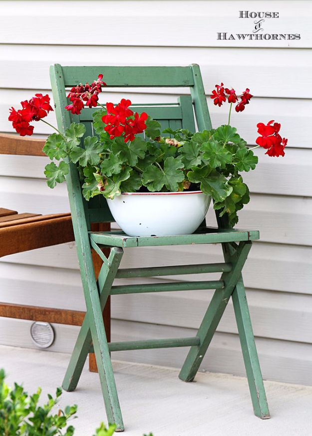 Best Country Decor Ideas for Your Porch - Vintage Chair Decor - Rustic Farmhouse Decor Tutorials and Easy Vintage Shabby Chic Home Decor for Kitchen, Living Room and Bathroom - Creative Country Crafts, Furniture, Patio Decor and Rustic Wall Art and Accessories to Make and Sell http://diyjoy.com/country-decor-ideas-porchs