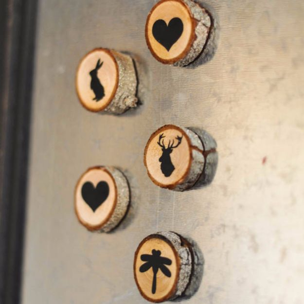 Best Country Decor Ideas - Wood Slice Magnets - Rustic Farmhouse Decor Tutorials and Easy Vintage Shabby Chic Home Decor for Kitchen, Living Room and Bathroom - Creative Country Crafts, Rustic Wall Art and Accessories to Make and Sell http://diyjoy.com/country-decor-ideas