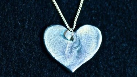 What Could Be A Better Gift For Mother's Day Than A Heart With Your Loved One's Fingerprints On It? | DIY Joy Projects and Crafts Ideas