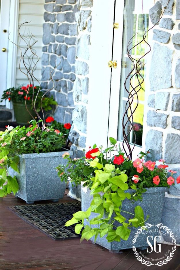 DIY Porch and Patio Ideas - Add Potted Flowers - Decor Projects and Furniture Tutorials You Can Build for the Outdoors - Lights and Lighting, Mason Jar Crafts, Rocking Chairs, Wreaths, Swings, Bench, Cushions, Chairs, Daybeds and Pallet Signs