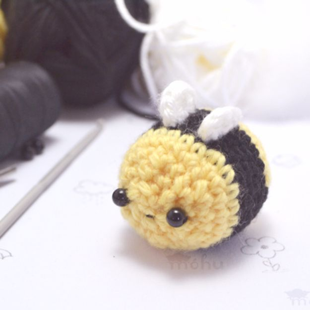 Free Amigurumi Patterns For Beginners and Pros - Amigurumi Bumble Bee - Easy Amigurimi Tutorials With Step by Step Instructions - Learn How To Crochet Cute Amigurimi Animals, Doll, Mobile, Mini Elephant, Cat, Dinosaur, Owl, Bunny, Dog - Creative Ways to Crochet Cool DIY Gifts for Kids, Teens, Baby and Adults #amigurumi #crochet