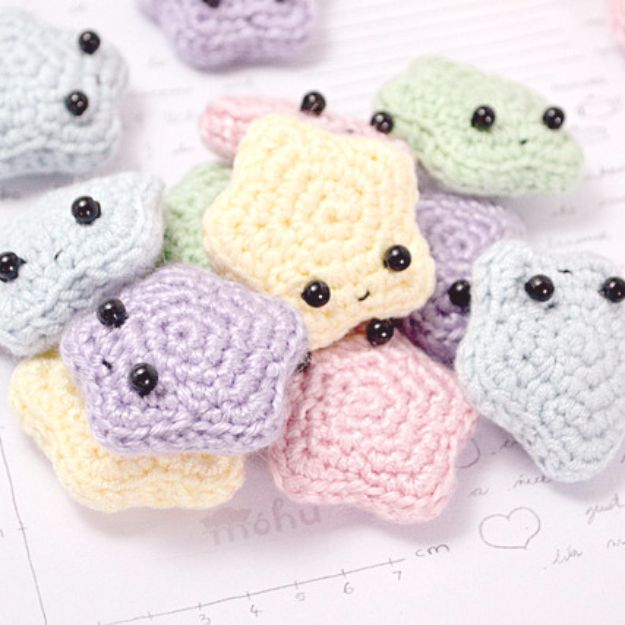 Free Amigurumi Patterns For Beginners and Pros - Amigurumi Stars - Easy Amigurimi Tutorials With Step by Step Instructions - Learn How To Crochet Cute Amigurimi Animals, Doll, Mobile, Mini Elephant, Cat, Dinosaur, Owl, Bunny, Dog - Creative Ways to Crochet Cool DIY Gifts for Kids, Teens, Baby and Adults http://diyjoy.com/free-amigurumi-patterns