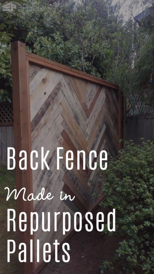 DIY Ideas With Old Fence Posts - Backyard Fence Made With Repurposed Pallets - Rustic Farmhouse Decor Tutorials and Projects Made With An Old Fence Post - Easy Vintage Shelving, Wall Art, Picture Frames and Home Decor for Kitchen, Living Room and Bathroom - Creative Country Crafts, Seating, Furniture, Patio Decor and Rustic Wall Art and Accessories to Make and Sell http://diyjoy.com/diy-projects-fence-posts
