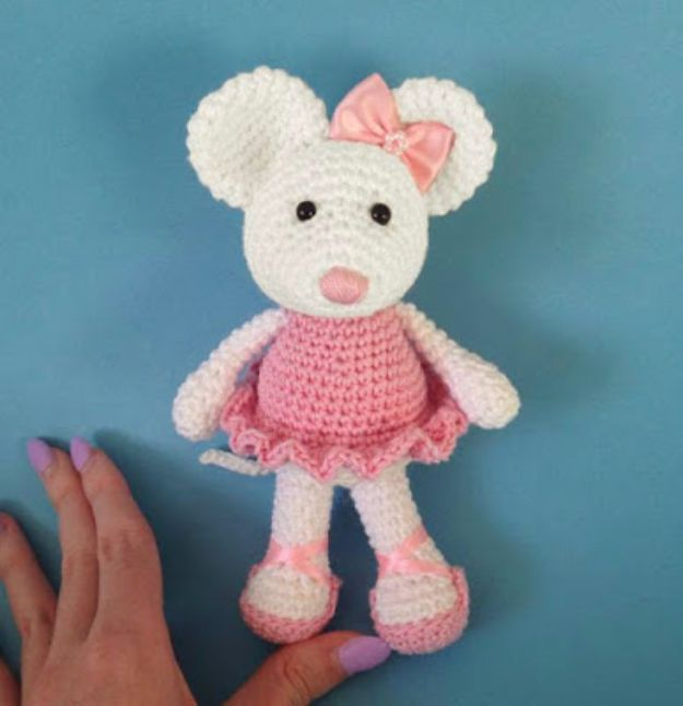 Free Amigurumi Patterns For Beginners and Pros - Ballerina Mouse Amigurumi - Easy Amigurimi Tutorials With Step by Step Instructions - Learn How To Crochet Cute Amigurimi Animals, Doll, Mobile, Mini Elephant, Cat, Dinosaur, Owl, Bunny, Dog - Creative Ways to Crochet Cool DIY Gifts for Kids, Teens, Baby and Adults #amigurumi #crochet