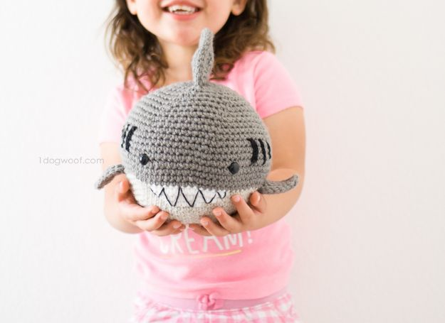 Free Amigurumi Patterns For Beginners and Pros - Crochet Shark Amigurumi - Easy Amigurimi Tutorials With Step by Step Instructions - Learn How To Crochet Cute Amigurimi Animals, Doll, Mobile, Mini Elephant, Cat, Dinosaur, Owl, Bunny, Dog - Creative Ways to Crochet Cool DIY Gifts for Kids, Teens, Baby and Adults #amigurumi #crochet