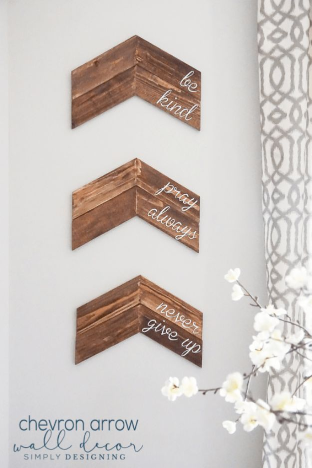 Farmhouse Decor to Make And Sell - Easy DIY Home Decor and Rustic Craft Ideas - Country Crafts To Make and Sell on Etsy- Ways to Make Money From Home - Living Room, Bedroom, Kitchen and Gifts - DIY Farmhouse Crafts to Sell- Customizable Chevron Arrow Wall Decor