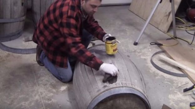 IY Ideas With Old Barrels - DIY Whiskey Barrel Table - Rustic Farmhouse Decor Tutorials and Projects Made With a Barrel - Easy Vintage Home Decor for Kitchen, Living Room and Bathroom - Creative Country Crafts, Dog Beds, Seating, Furniture, Patio Decor and Rustic Wall Art and Accessories to Make and Sell