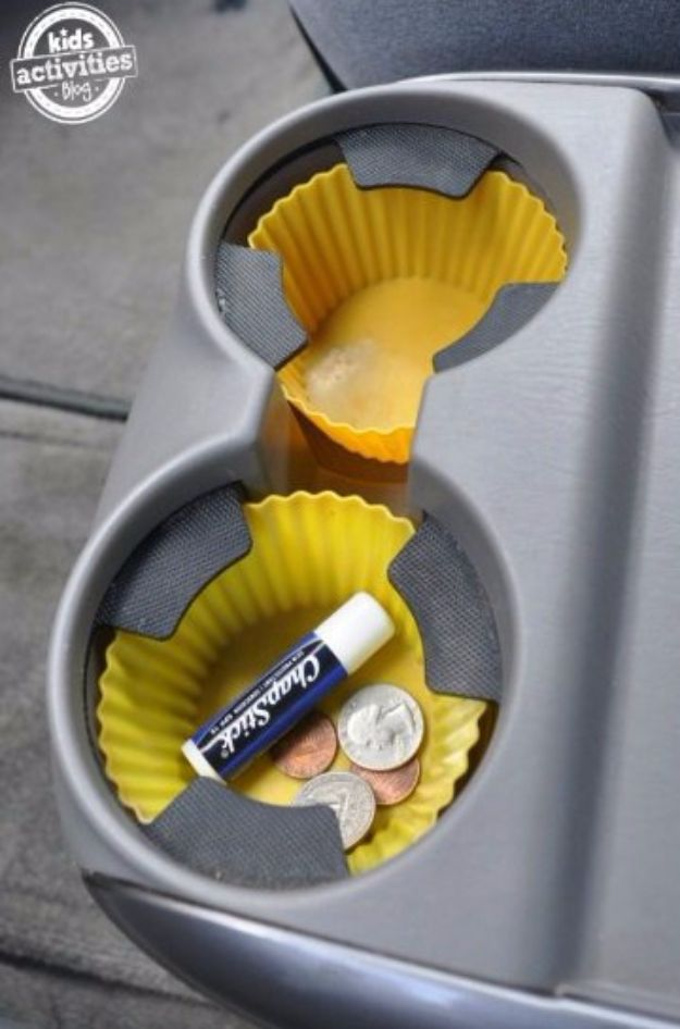 Best DIY Ideas for a Summer Road Trip - Lined Cup Liner Holder Idea - Cool Crafts and Easy Projects to Make For Road Trips in the Car - Fun Crafts to Make for Vacation - Creative Ideas for Making Cheap Travel Ideas With Creative Money Saving Tips http://diyjoy.com/diy-ideas-summer-road-trip