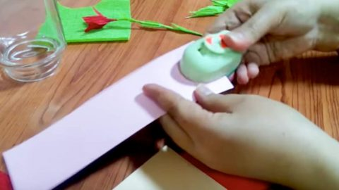 She Rolls Crepe Paper On A Wire And Watch What She Does With It! | DIY Joy Projects and Crafts Ideas